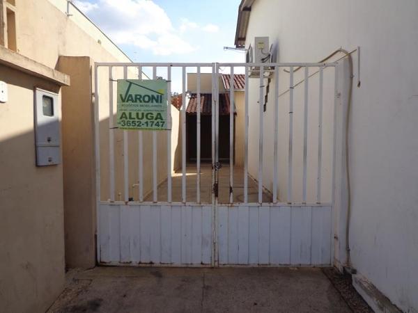 Rua Irmãos C. de Olveira, 903